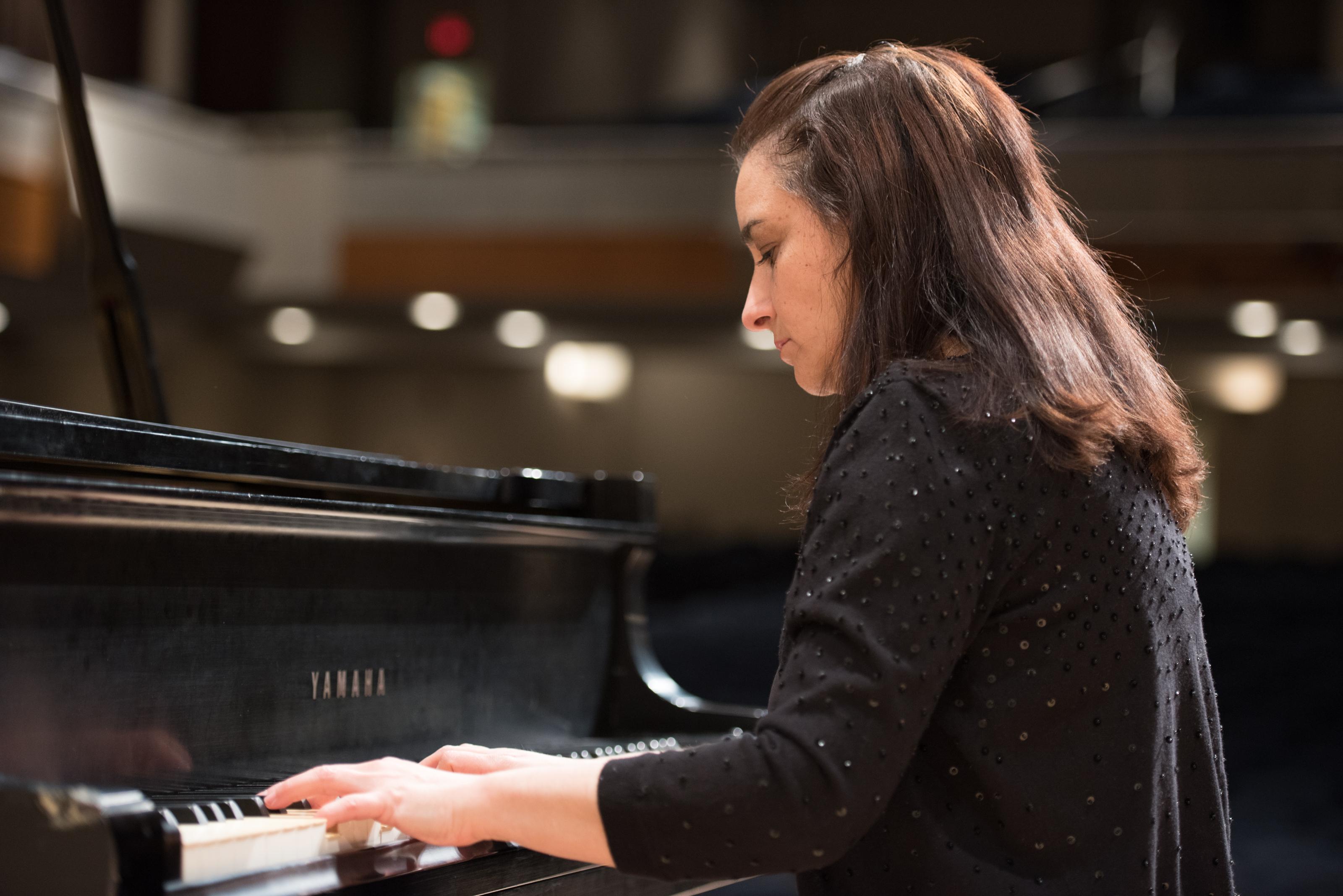 Amanda Virelles (piano)